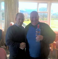Paul Coyle presents Front 9 prize to Brendan McNaughton 25pts