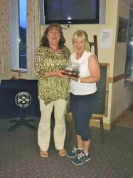 Bronagh Anderson presents the Mary Anderson Bowl to Winner Jacqui Burns 13/7/17